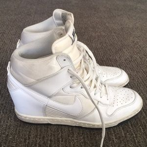 NIKE WHITE HIGH TOPS TRENDY LACE UPS VINTAGE 8
